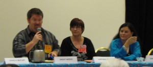 Brent Weeks moderating a panel with Darynda Jones & Diana Gabaldon.