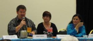 Brent Weeks moderating a panel with Darynda Jones & Diana Gabaldon.